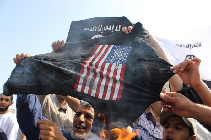 Protesta contro l'ambasciata Usa anche a Tunisi (Corbis)