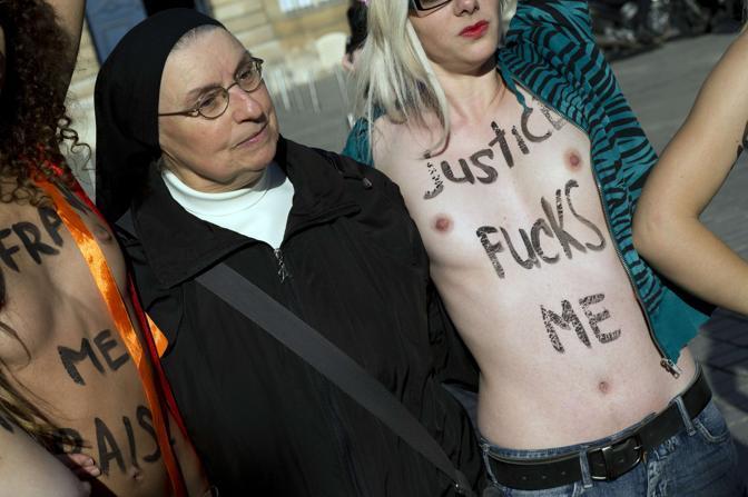 http://images2.corriereobjects.it/gallery/Esteri/2012/10_Ottobre/femen/1/img_1/femen1_672-458_resize.jpg?v=20121015131914