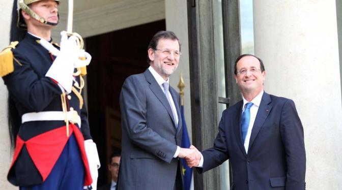 E in innumerevoli altre occasioni: eccolo con il premier spagnolo Mariano Rajoy.