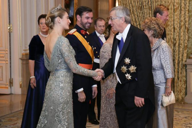 La contessa Stéphanie de Lannoy e il principe Guillaume con il primo ministro del Lussemburgo Jean-Claude Juncker e sua moglie Christiane (Epa/Grand-Ducal Court/Guy Wolff)