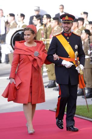 Lo sposo, principe Guillaume, con la madre, la granduchessa Maria Teresa (Epa/Karaba)