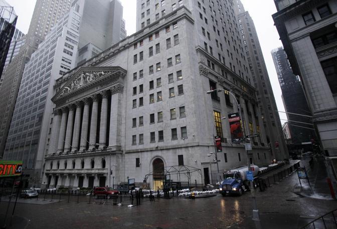Wall Street, la Borsa di New York, dopo il passaggio di Sandy: decisa la riapertura per mercoled�  (Richard Drew/Ap)
