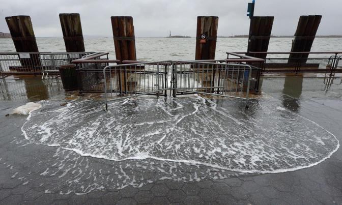 Battery Park, New York: sullo sfondo la Statua della Libertà  (Justin Lane/Epa)