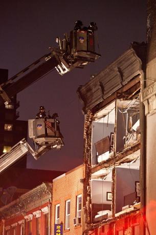 Manhattan crolla la facciata di una casa di quattro piani for Quattro piani di casa quadrati