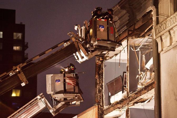 Manhattan crolla la facciata di una casa di quattro piani for Piani di trasporto a casa