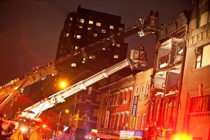 Manhattan crolla la facciata di una casa di quattro piani for Piani di casa francese normandia