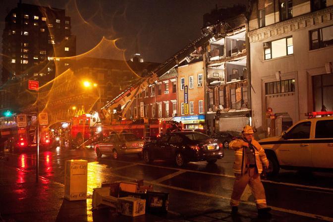 Manhattan crolla la facciata di una casa di quattro piani for Quattro piani quadrati di case