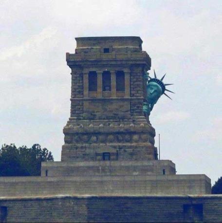 Una tra le foto più scambiate su Facebook nella serata di lunedì, prima dell'arrivo del temuto uragano Sandy