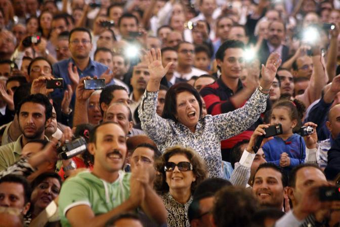 La gioia dei fedeli all'annuncio del nuovo papa (Afp)