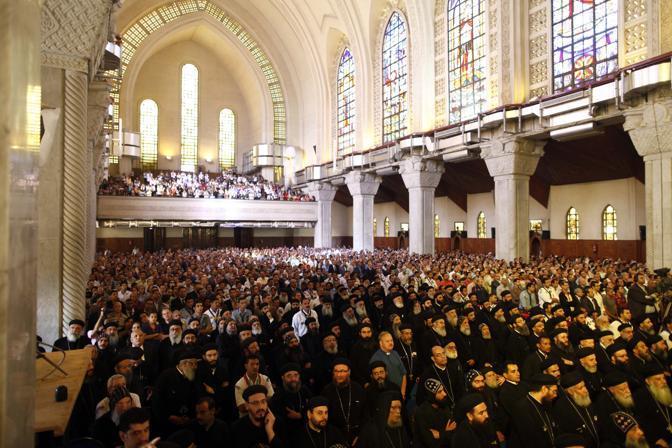 La cattedrale del Cairo colma di fedeli (Afp)