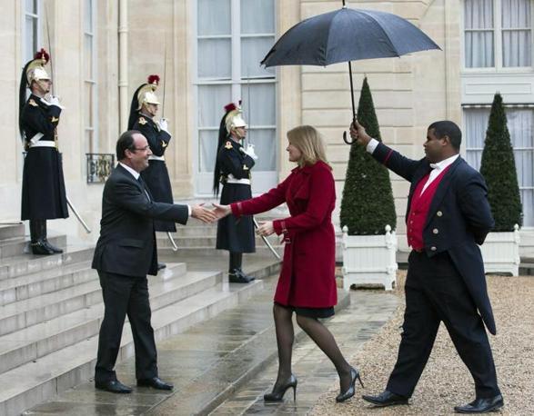 Quindi con il presidente Hollande (Epa)