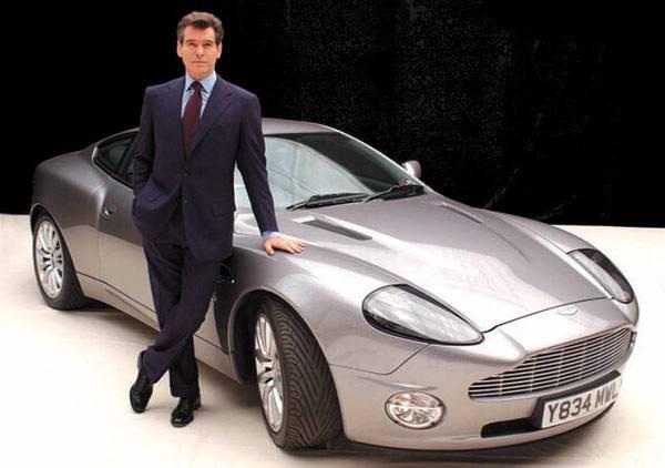 La Aston Martin Vanquish è la macchina di James Bond in «La morte può attendere».