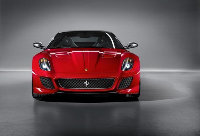 Il frontale della nuova Ferrari: costerà oltre 300 mila euro