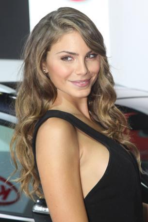 La modella Nina Senicar ospite al Motorshow 2011 a Bologna (Ansa)