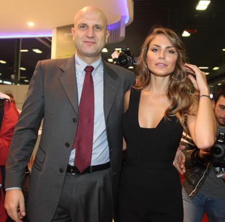 La modella Nina Senicar incontra al Motorshow 2011 Gianfilippo Mancini Direttore Divisione Generazione ed Energy Management allo stand Enel  (Ansa)