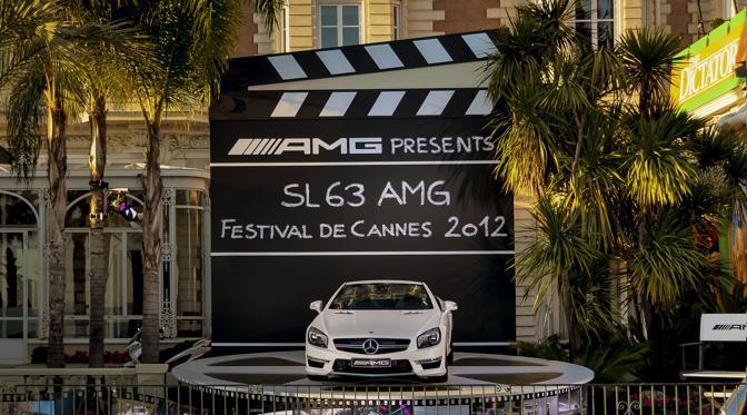 Al festival del cinema di Cannes, la Mercedes ha messo in campo una flotta di vetture dorate in omaggio ai 65 anni della «Palma d'oro», il premio più importante della rassegna. Le vistose berline non passano inosservate fra proiezioni e feste. (Media Daimler)
