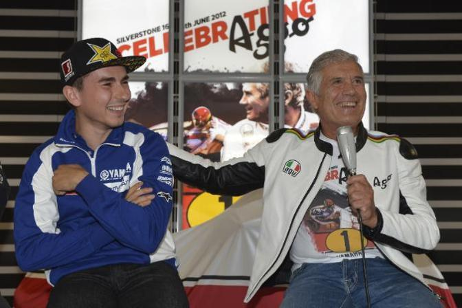 Agostini con Jorge Lorenzo. (Yamaha press)