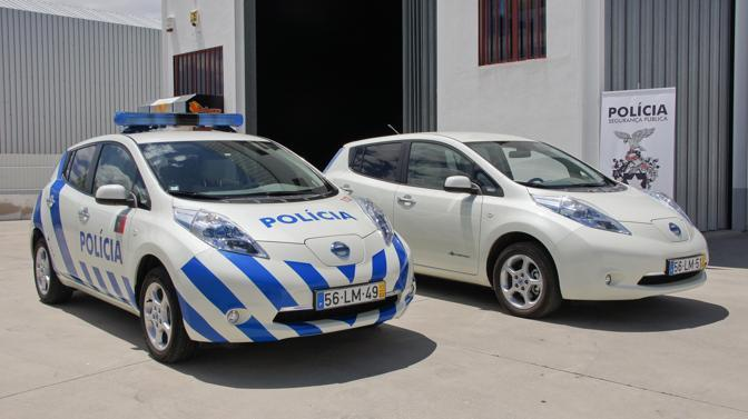 La polizia portoghese andr in giro con un&#39;auto elettrica, la Nissan Leaf. E&#39; la prima vettura a batterie al mondo con la sirena: sar impiegata all&#39;inizio per addestrare le reclute e poi anche in compiti di pattugliamento. (Nissan)