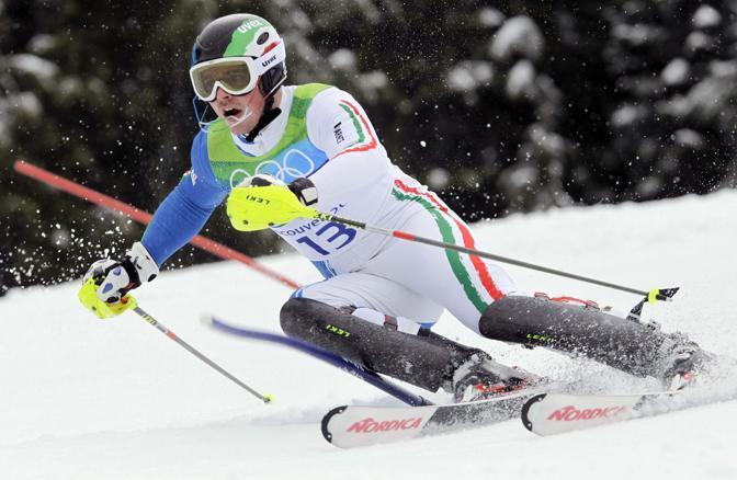 Giuliano Razzoli regala all'Italia la prima medaglia d'oro ai Giochi di Vancouver trionfando nello slalom: eccolo in gara (foto Ap)