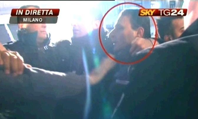 Massimo Tartaglia ripreso da Sky