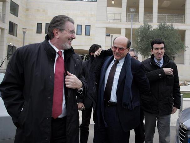 Anche Pier Luigi Bersani e Filippo Penati hanno fatto visita al premier (Fotogramma)