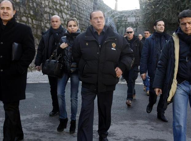 Silvio Berlusconi si è mostrato in pubblico senza più cerotti durante una puntata a Mougins,  in Provenza, assieme alla figlia Marina, nel giorno dell'Epifania (Emmevi)