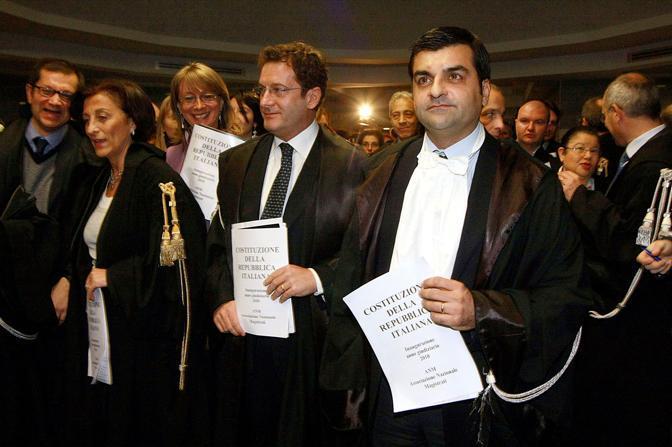 Sulla destra, il presidente dell'Anm, Luca Palamara (Infophoto)
