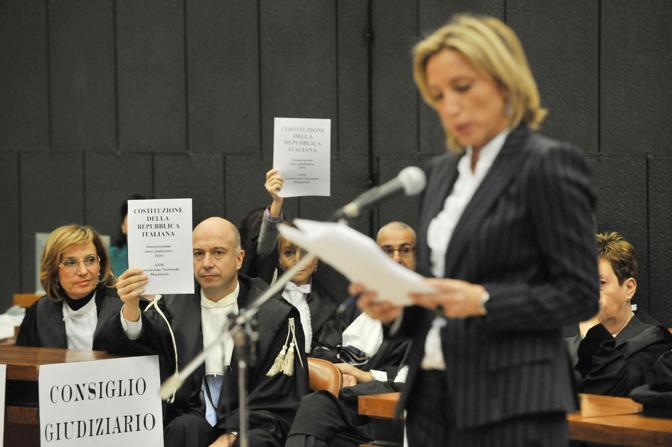 Un momento della protesta a Genova (Ansa)