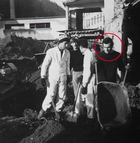 Pier Luigi Bersani, volontario durante  l'alluvione di Firenze avvenuta il 4 novembre 1966