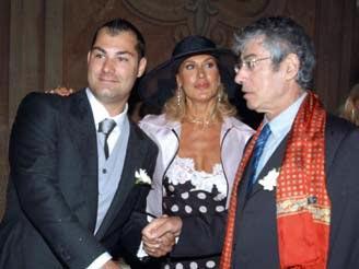 Riccardo Bossi con il padre Umberto e la mamma Gigliola Guidali il giorno del suo matrimonio, nell?agosto 2005 (Andrea Bernasconi)