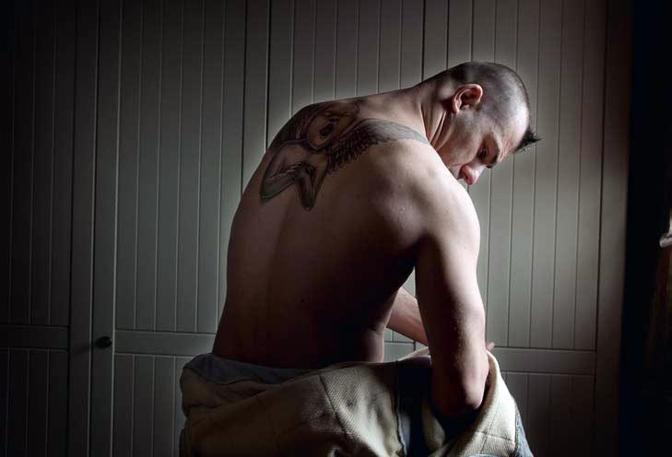 Riccardo ha parecchi tatuaggi. Il più grande è un angelo che gli ricopre tutta la schiena