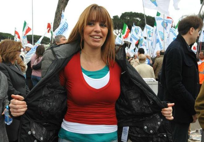 Alessandra Mussolini in mise patriottica (Ansa)