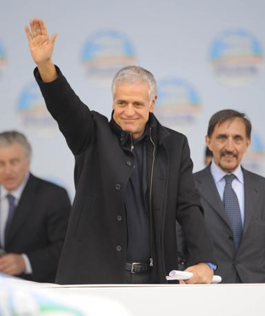 Roberto Formigoni sul palco (Newpress)