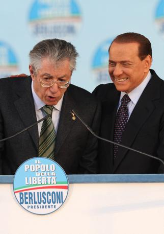Il premier con Umberto Bossi (Ansa)