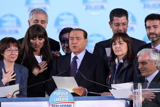 I candidati del centrodestra alle regionali giurano sul «patto per l'Italia» (Ansa)