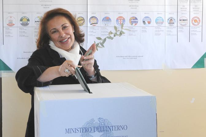 Sandra Mastella al voto a Ceppaloni (Ansa)