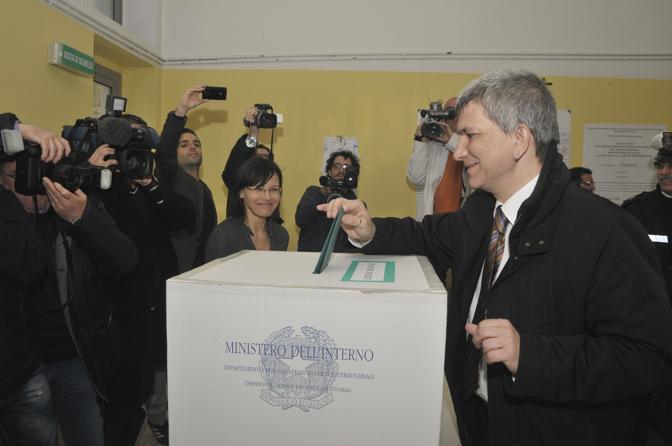 Nichi Vendola, candidato del centrosinistra e governatore uscente della Puglia, al voto a Terlizzi (Agf)