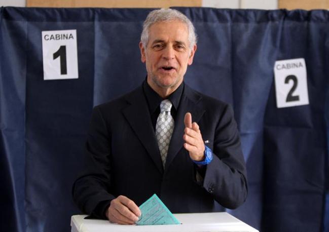 Il governatore della regione Lombardia Roberto Formigoni (Ansa)