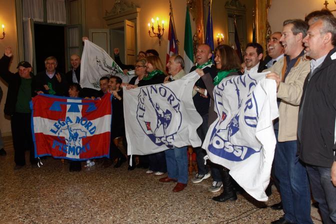 La Lega ha ottenuto due presidenti di regione, Zaia in Veneto e Cota in Piemonte: qui ecco la gioia dei militanti (Ansa)