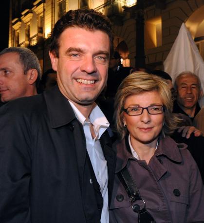 Roberto Cota con la moglie (Ansa)