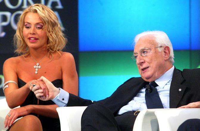 Con Valeria Marini in tv (Ansa)