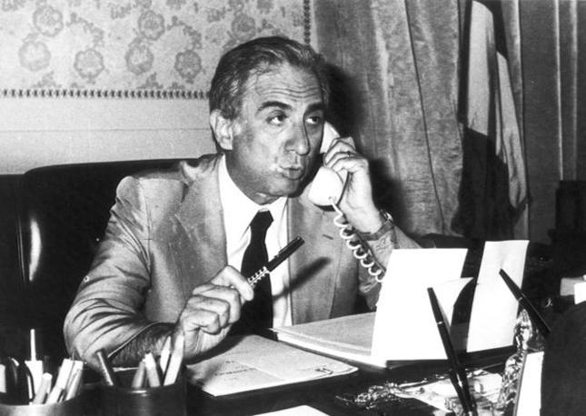 1978 - Francesco Cossiga al tavolo del ministero degli Interni, poco prima di dimettersi (Ansa)
