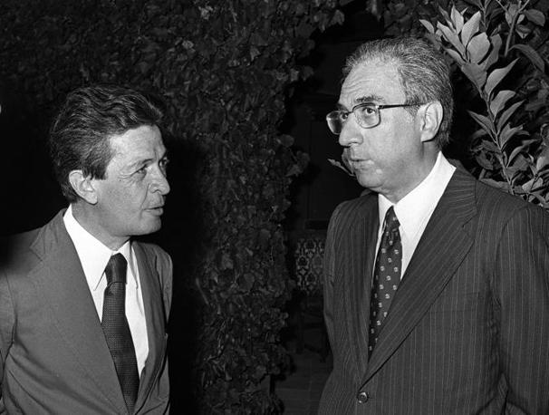 1977 Francesco Cossiga, ministro dell'Interno, e Berlinguer, segretario del Pci (Ansa)