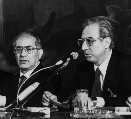 Venezia, 22 giugno 1980 - Francesco Cossiga, primo ministro, ed Emilio Colombo, ministro degli Esteri al termine del G7