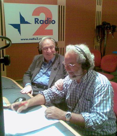 Estate 2009 - Francesco Cossiga con Dj Kappa, dj per un giorno durante la trasmissione «Un giorno da pecora» con Claudio Sabelli Fioretti (Ansa)