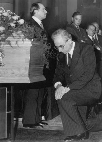 21 settembre 1979 - Francesco Cossiga, al funerale di Carlo Ghiglieno, vittima di Prima LInea (Ap)