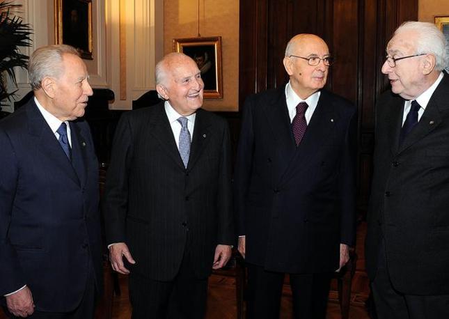 Gli ultimi quattro presidenti della Repubblica: Carlo Azeglio Ciampi, Oscar Luigi Scalfaro, Giorgio Napolitano e Francesco Cossiga (Ansa)