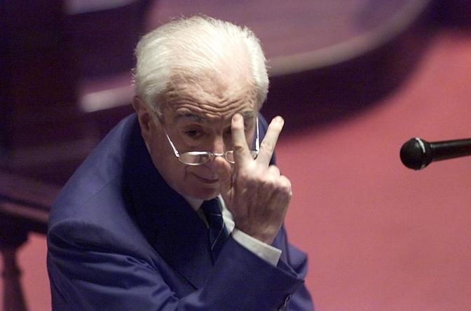 Roma, 1 agosto 2008 - Francesco Cossiga in Senato durante la sfiducia al ministro Scajola (La Presse)