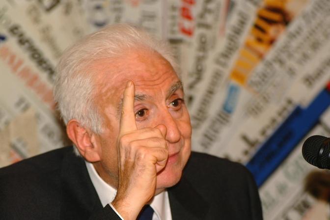 Roma, 20 gennaio 2002 - Francesco Cossiga alla conferenza stampa sul «Caso Gladio» (Agf)