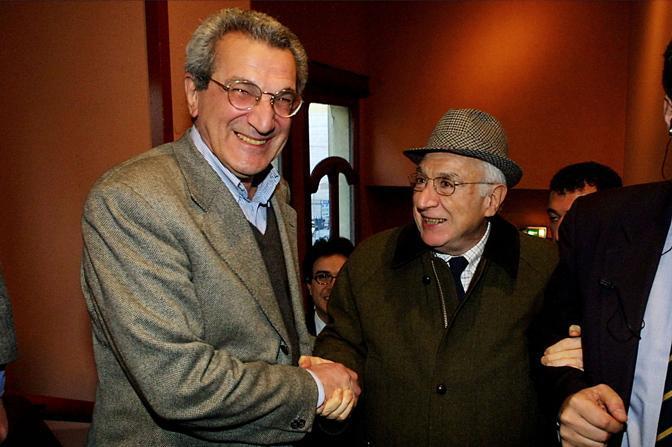Roma, 25 marzo 2002 - Cossiga con Toni Negri alla presentazione del suo libro (La Presse)